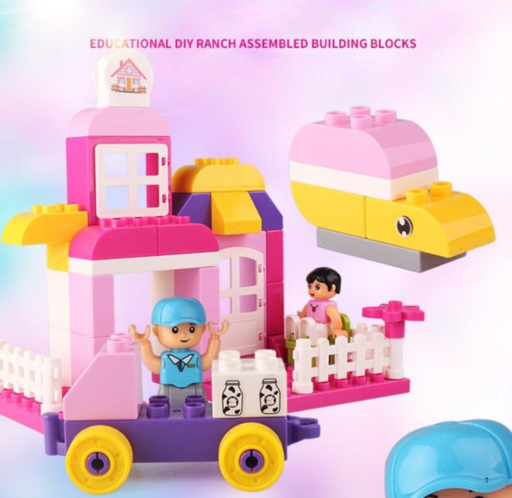 Las muchachas montaron los bloques huecos Juguetes educativos Asamblea del material plástico Casas escénicas 45 bloques grandes del granulado