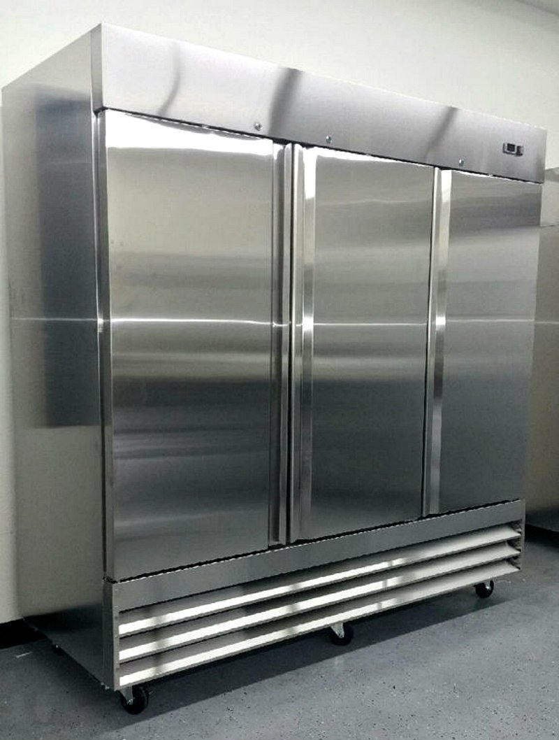 81'' Freezer Three Locking Doors Commercial Restaurant - 72 Cu. Ft. - 304 Grade Stainless Steel - Digital Control - 9 Shelves - 5 Year Compressor Warranty - CFD-3FF