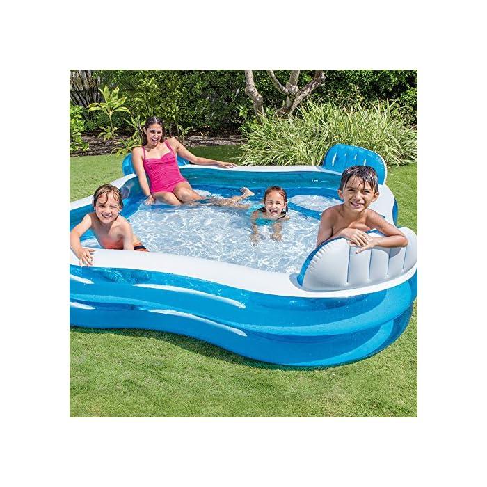 61 E6JHZ06L Piscina hinchable Intex de vinilo con forma cuadrada, medidas: 229 x 66 cm y capacidad para 990 litros/agua Piscina hinchable con 4 asientos y respaldos hinchables para mayor comodidad y relajación Piscina de color blanco y azul, incluye 2 posavasos en la lona de la piscina