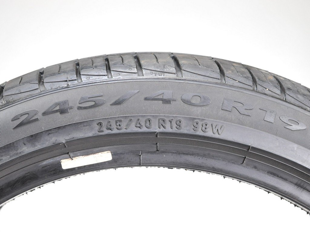 Pirelli Cinturato P1 Performance Radial Tire - 245/40R19 98W