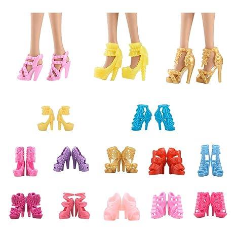 d6642a0d5ba ASIV 12 paires Style Différent Chaussures et Bottes Accessoires pour Poupée  Barbie (Au Hasard)  Amazon.fr  Jeux et Jouets