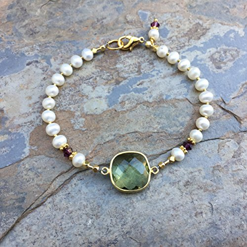 Pearl and Labradorite Bracelet, gold plated accents and clasp, 7.5 ()