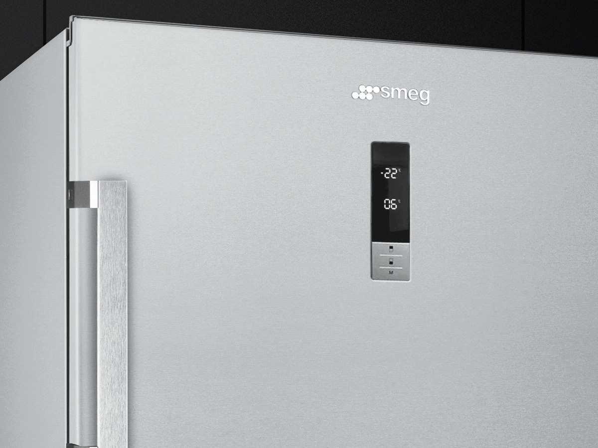Smeg Kühlschrank Schwarz Matt : Smeg fd pxne stand kühl gefrier kombination edelstahl no frost