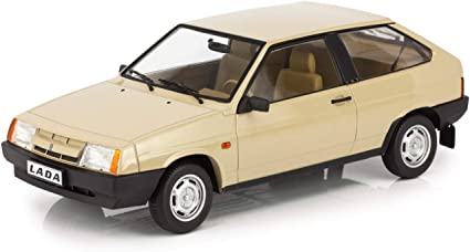 IST 1//43 RUSSIA 1986 LADA SAMARA 2 DOORS CAR DIE CAST MODEL