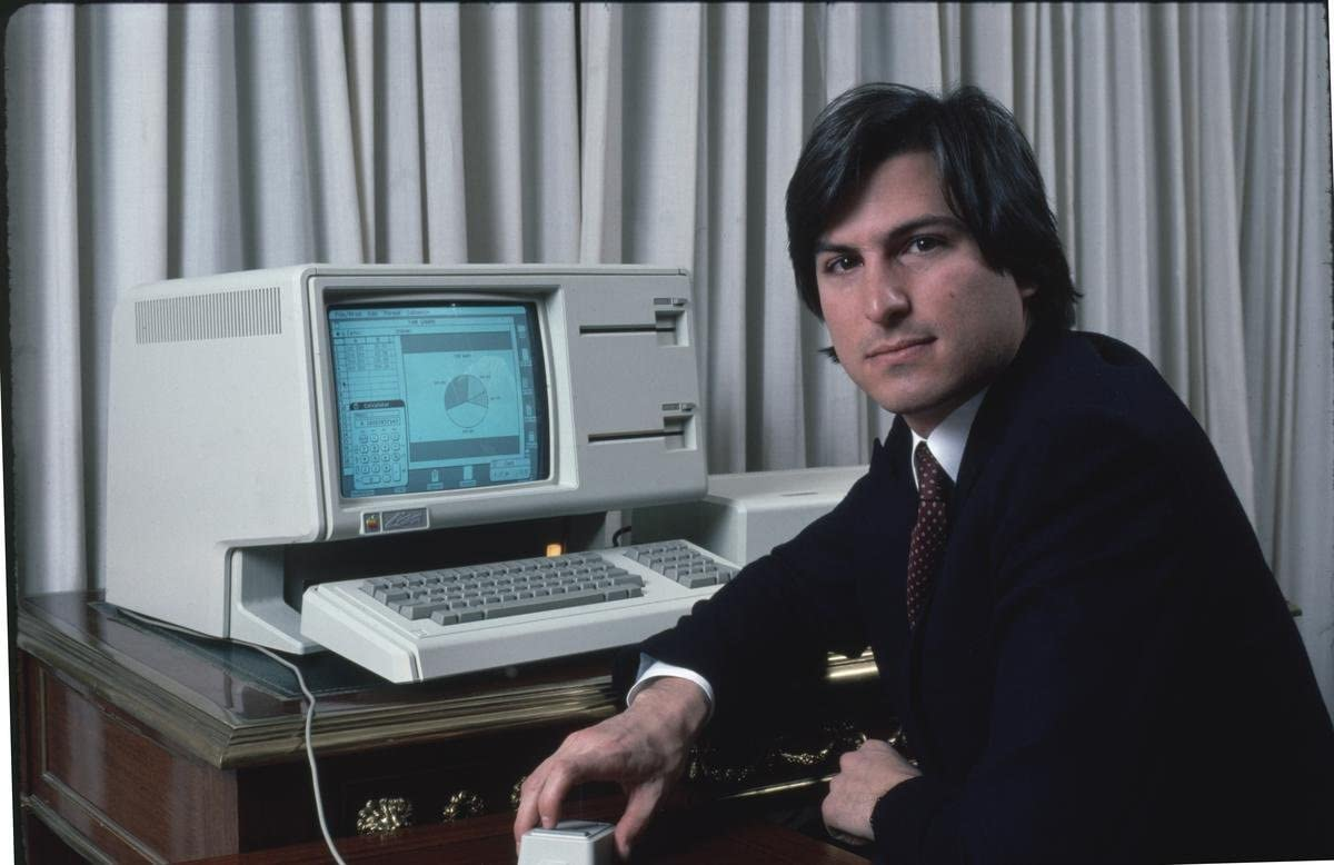 Gifts Delight Laminated 37x24 Poster: Apple Computer Chrmn. Steve Jobs w. New Lisa Computer During Press Preview. Circolare