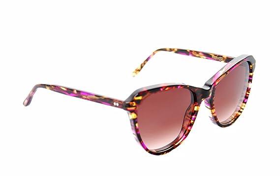 e58127cda3c42 Amazon.com  Wildfox Women s PARKER Cat-Eye Sunglasses Multicolor  Clothing