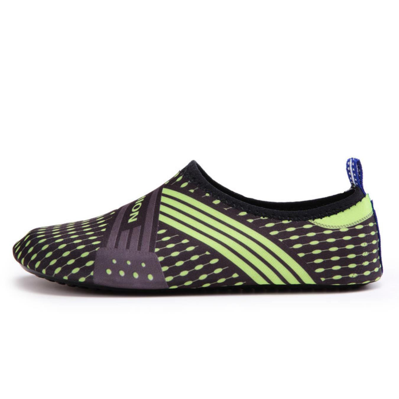 185a11e3de46 Amazon.com  Water Shoes for Women Men Quickly-Dry Beach Shoes Summer  Sneakers Comfortable Seaside Adult Swimming Soft Shoe  Clothing