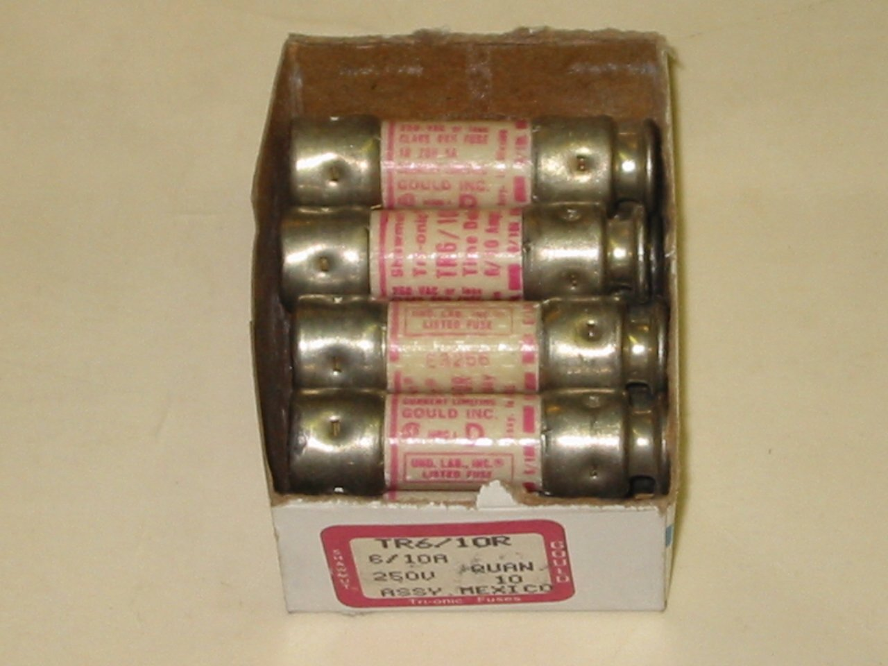 9 FUSE LOT - TR6/10R SHAWMUT TIME DELAY, DUAL ELEMENT, 6/10 MPA FUSES TRIONIC 250V 6/10A