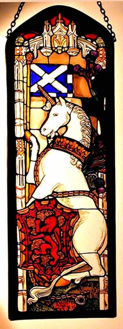 Decorativa pintada a mano Vidriera ventana Panel rectangular en un diseño de unicornio de Edimburgo.