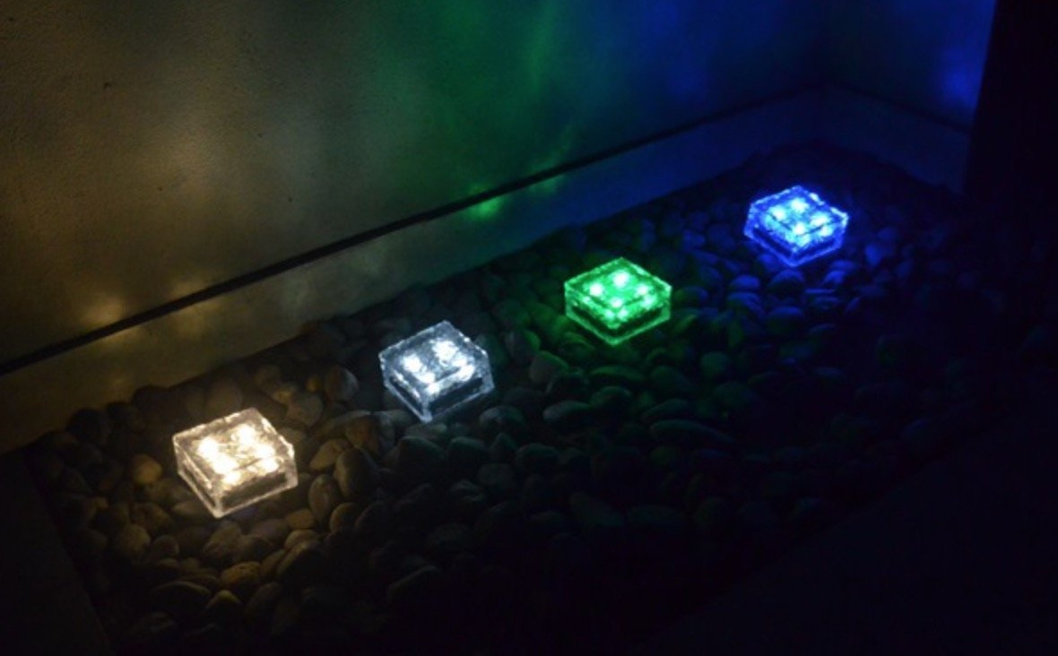 Frosted Glass Path and garden solar lights (Set of 4) (3.94'' × 3.94'', Blue)