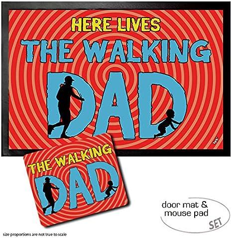 1art1 Padres, Here Lives The Walking Dad Felpudo Alfombra (60x40 cm) + Alfombrilla para Ratón (23x19 cm) Set Regalo