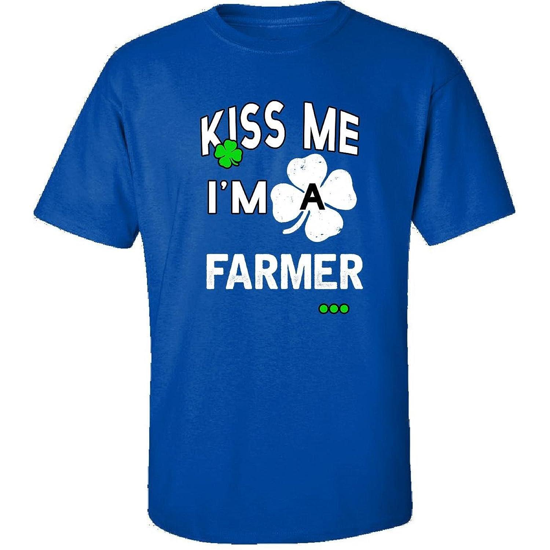 Funny St Patricks Day Irish Kiss Me Im A Farmer - Adult Shirt