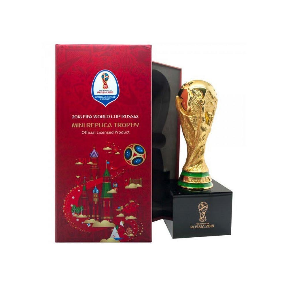 Am Ball Com 2018 WM Replica Pokal 150mm auf Holzpodest