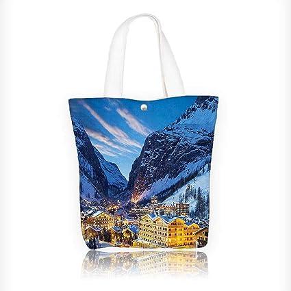 Bolso de lona con diseño de calcetín con pequeño cobertizo entre montañas alpinas en Alemania,