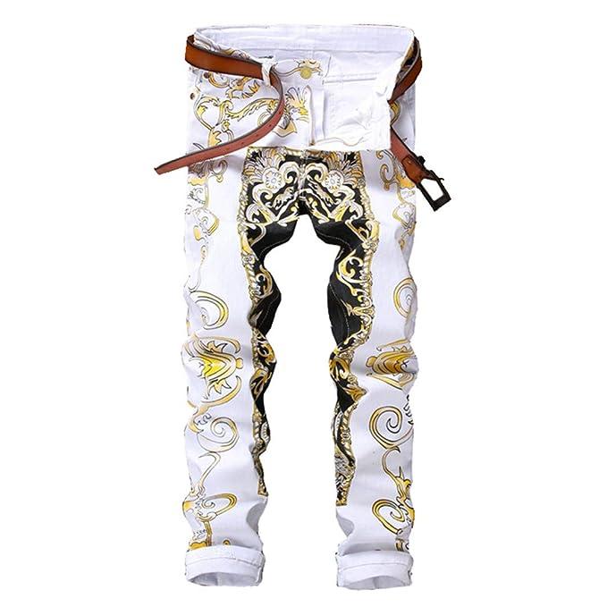 Completo formato da pantaloni bianchi e da una giacca