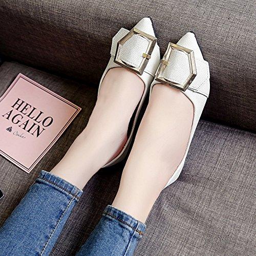 RUGAI-UE Las mujeres Verano señaló zapatos planos cómodos zapatos de hebilla de metal White