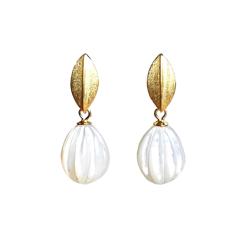 Ohrringe gold wei/ß Perlmutt graviert 12 mm h/ängend Ohrstecker Silber 925