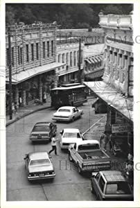 Historic Images - 1985 Press Photo Four Wheel Trolley on Main Street in Eureka Springs, Arkansas.