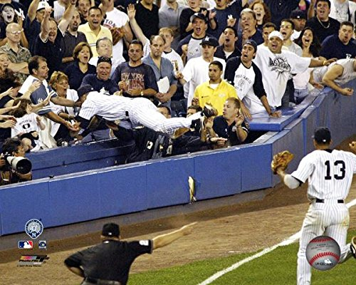 (Yankees Derek Jeter 2004 Dive into the Stands 8