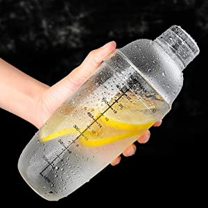 【???????????????????????????????????? ????????????????】 Multi-purpose Beverage Shaker, Plastic Martini Shaker, 700ml for Home Bar