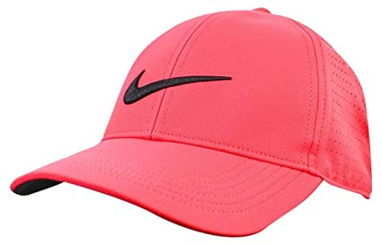 Amazon.com  NIKE AeroBill Legacy 91 Perforated Golf Cap  Sports ... 6066da84556
