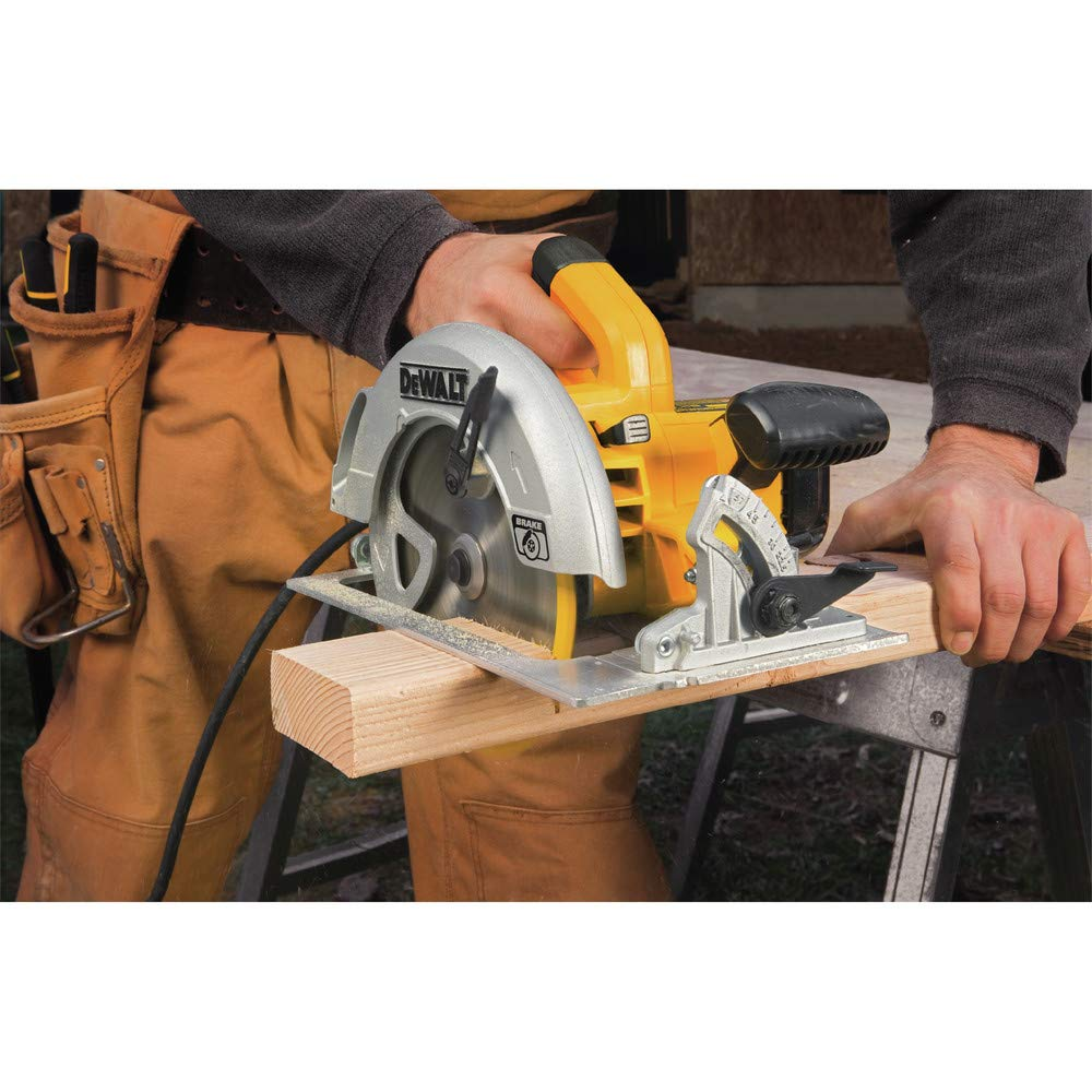 Dewalt DWE575SBR 7-1/4 in. Next Gen Circular Saw Kit with Electric Brake (Renewed) by DEWALT (Image #1)