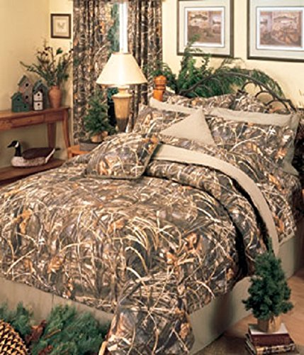 Realtree MAX-4 Camouflage 5 Piece Queen Comforter Set (1 Comforter, 2 Pillow Shams, 1 Bedskirt, 1 Square Accent Camo Pillow)