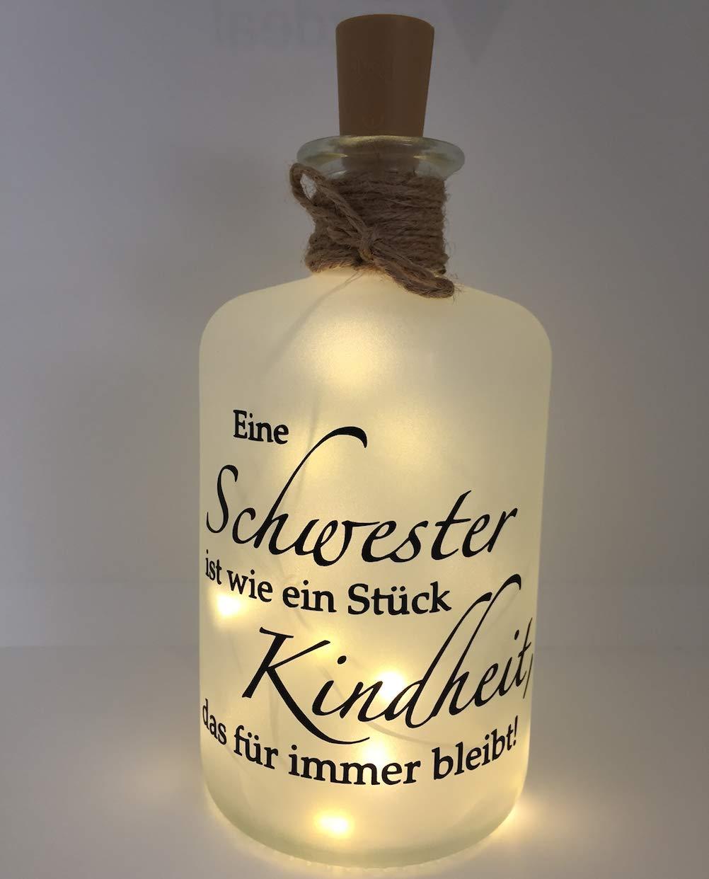 Farbwuselei Flaschenlicht Schwester ist wie EIN Stück Kindheit, das für Immer bleibt Bottlelight Dekoflasche Beleuchtung LED Leuchtflasche Lichterkette Geschenk Homedeco modern Bild