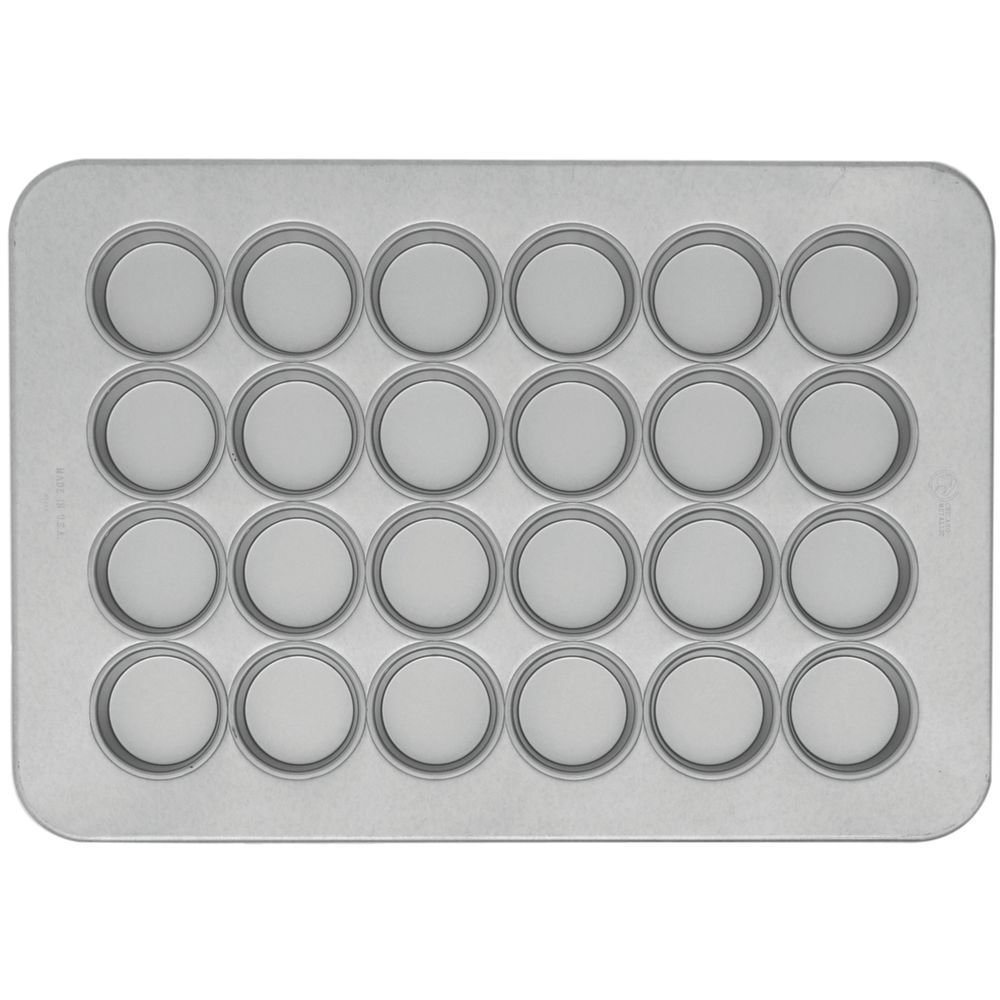 Chicago Metallic 45265 Aluminized Steel 24 Cup Texas Size Muffin Pan