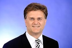Bernd R Fischer