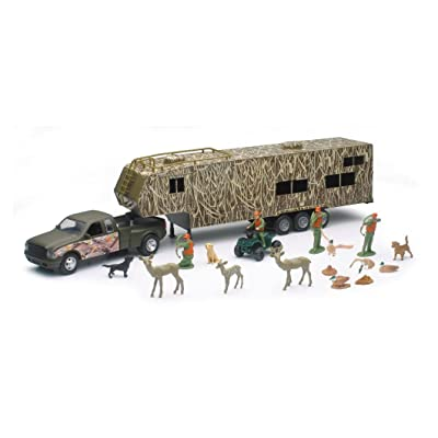 NewRay Wildlife Hunter Fifth Wheel W/ Camo Camper & Deer Set Scale 1:32: Toys & Games