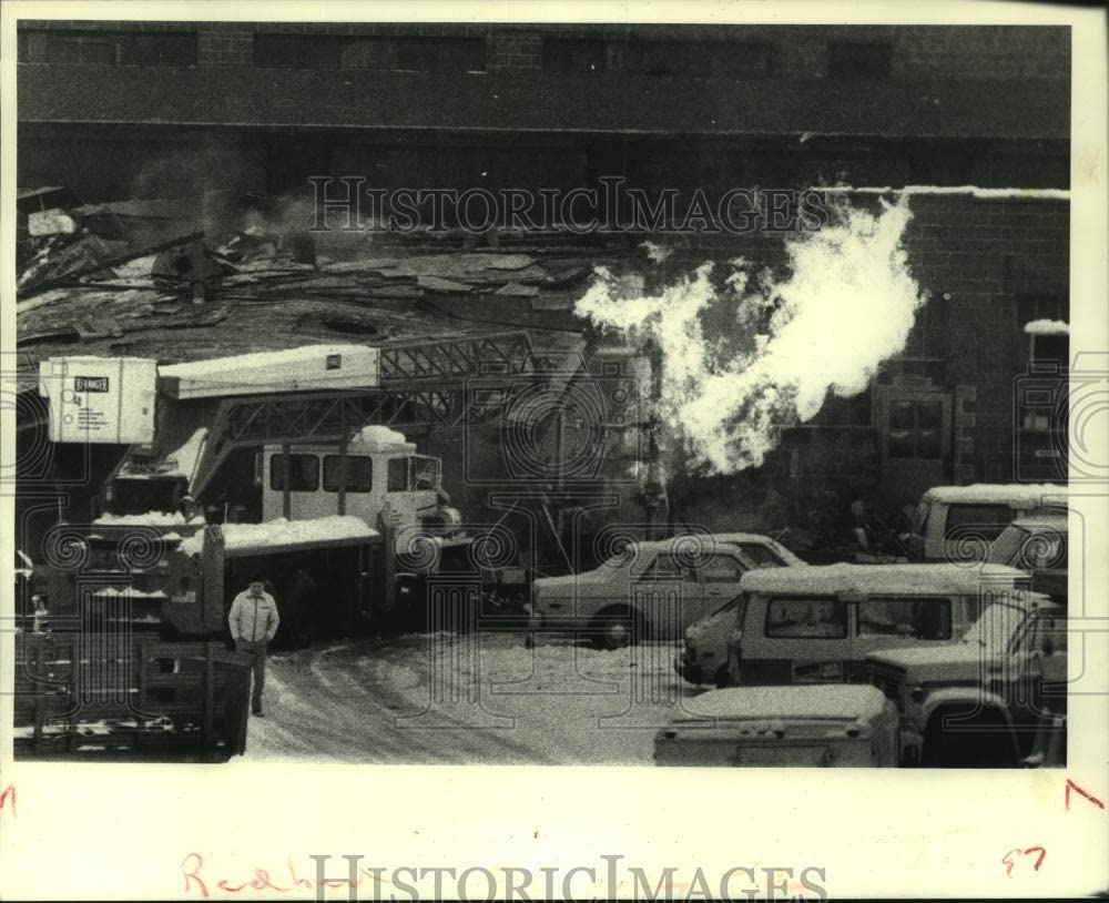 Historic Images 1981 Press Photo Fire Burning After Niagara Mohawk Explosion in Albany, New York
