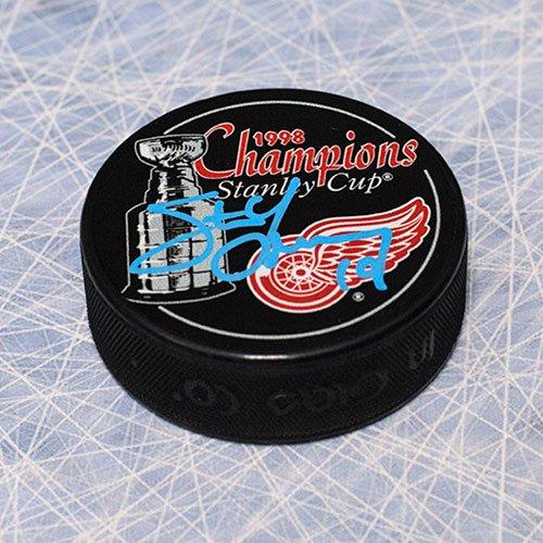 Autograph-Authentic-YZES10605C-Steve-Yzerman-Detroit-Red-Wings-Autographed-1998-Stanley-Cup-Puck