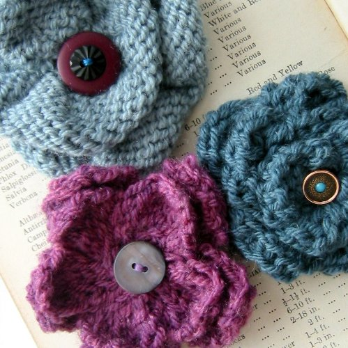 Corsage Knitting Pattern - Knit a trio of vintage style flower pin brooches