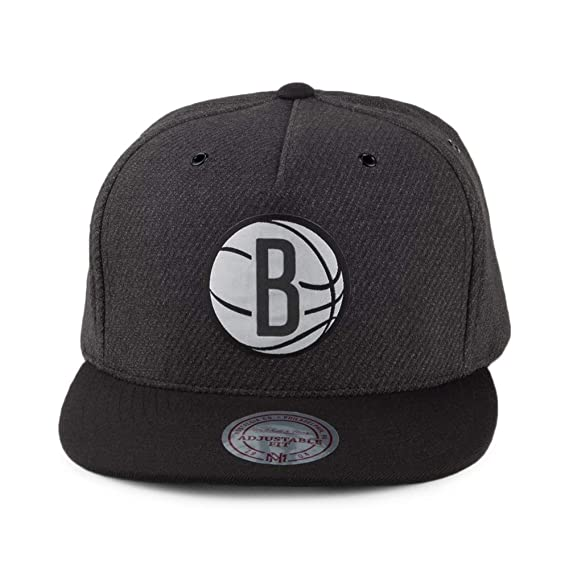Mitchell   Ness Gorra Snapback Woven Reflective Brooklyn Nets Antracita- Negro - Ajustable  Amazon.es  Ropa y accesorios 6aac7fc5b45
