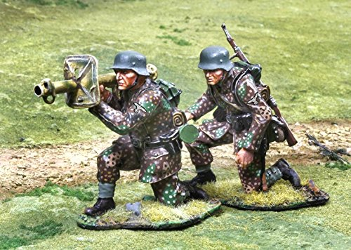 WWII Toy Soldiers German Waffen SS Panzerschrek Team with 2 Figures Collectors Showcase Toy Soldiers Painted Metal 1/32 CS00807 Britains Thomas Gunn King and Country Type (Waffen Ss Best Soldiers)