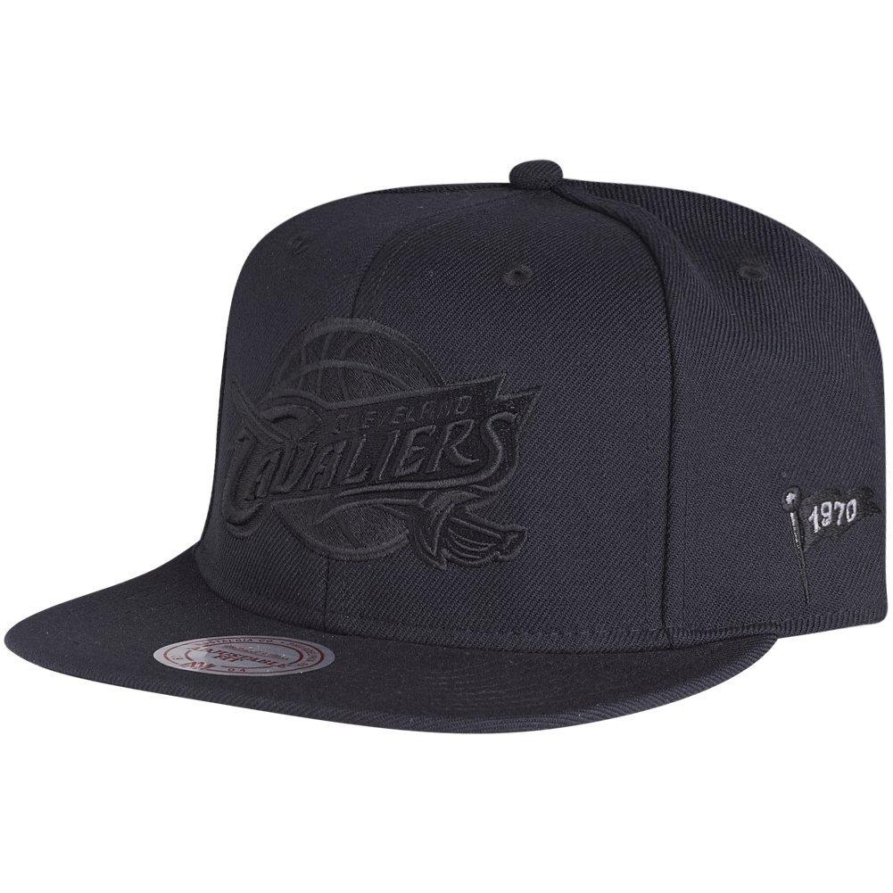 Amazon.com: Mitchell & Ness Strapback Cap - BLACK Cleveland Cavaliers: Clothing