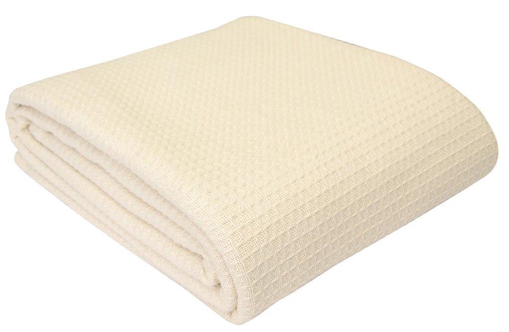 Homescapes waschbare Piqué Waffel Decke 230 x 280 cm Tagesdecke Überwurf Plaid aus 100% biologischer Baumwolle, creme