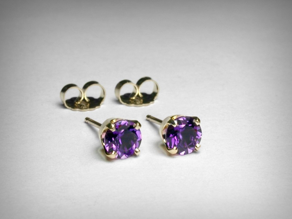 Genuine amethyst earrings, in 14K yellow gold. AAA quality natural amethysts. Amethyst stud earrings.