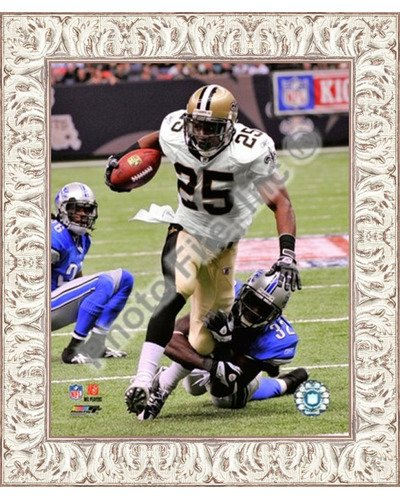 - Poster Palooza Framed Reggie Bush 2009 with The Ball- 8x10 Inches - Art Print (White Wash Frame)