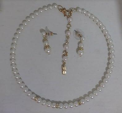 09df3581f01d Amazon.com  Christina Collection Collar de perlas Blancas con aretes ...