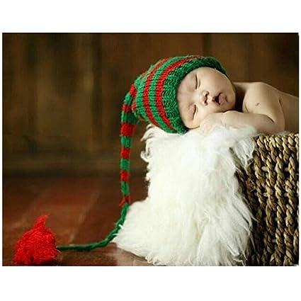 Gorrito para sesión de fotos de bebé hecho de croché y diseño de Navidad