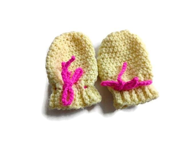 Handmade Crochet Baby Mittens Newborn//0-3 Months.