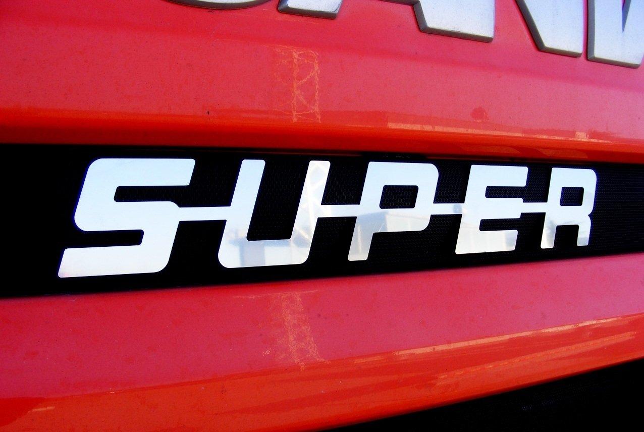 1 x placca unica in metallo acciaio lucido, anteriore con scritta 'SUPER', decorazione per camion Scania, tutte le serie anteriore con scritta SUPER ES001F