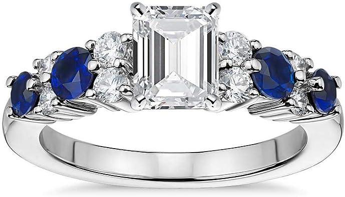 anillo con un diamante corte esmeralda