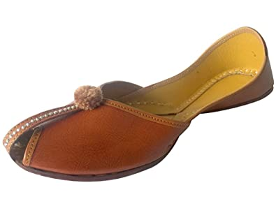 db52eecee7 Step n Style Women Plain Leather Punjabi Jutti Traditional Mojari: Buy  Online at Low Prices in India - Amazon.in