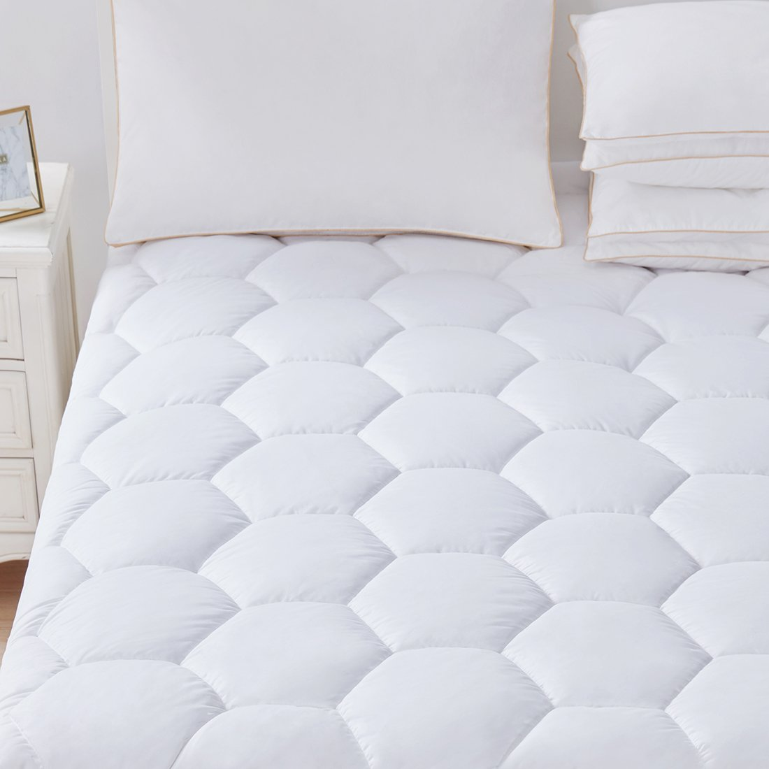 Mattress Pad Cover Queen Size- Hypoallergenic Quilted Fitted Down Alternative Filled Pillowtop Luxury Mattress Topper,Cooling,Breathable and Soft with Deep Pocket for Hotel and Home