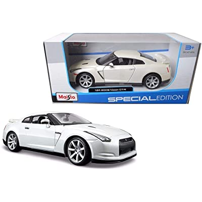 Bburago 12079 2009 Nissan GT-R R35 Pearl White 1/18 Diecast Model Car: Home & Kitchen