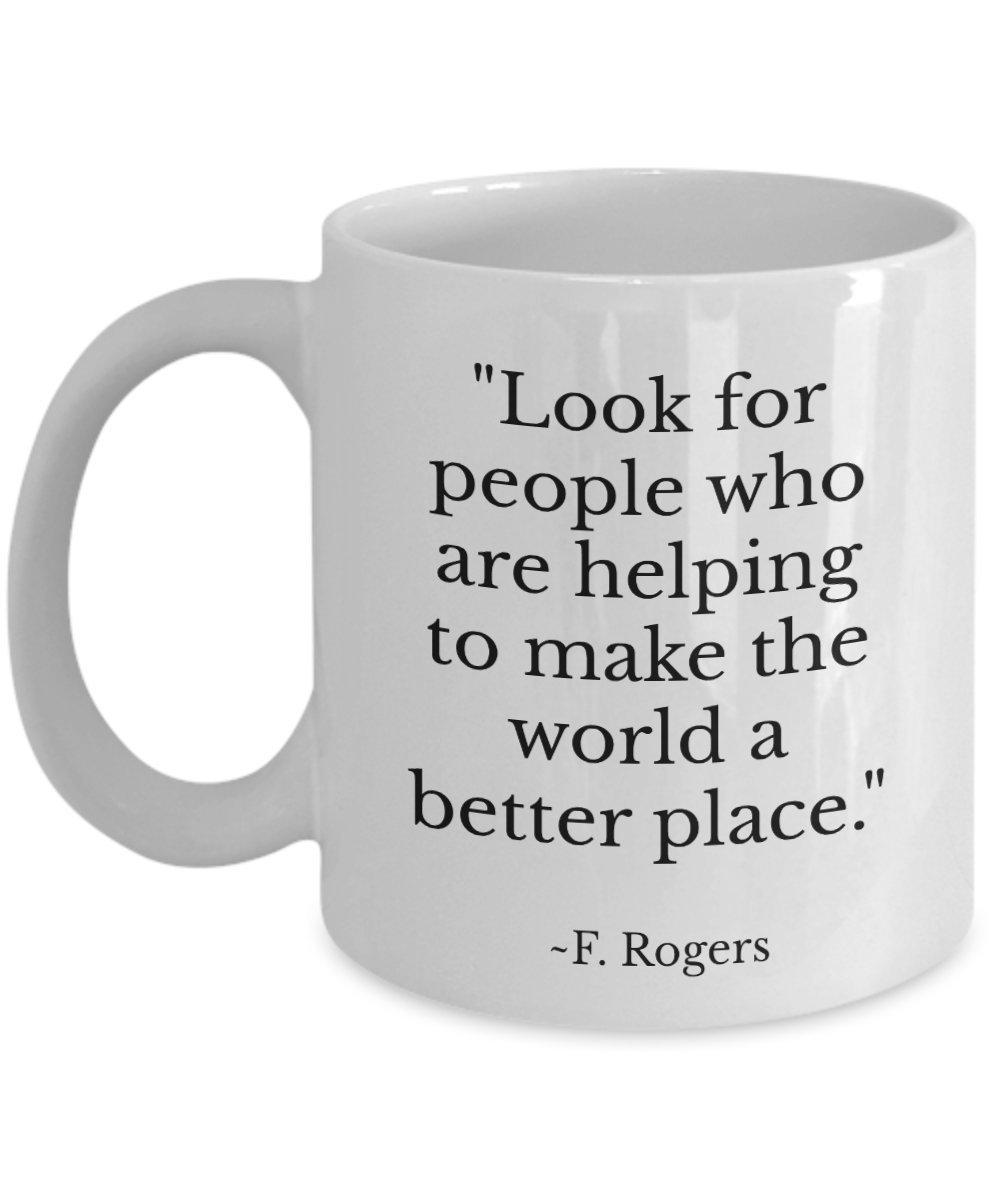 Quotableコーヒーマグ – Look for People Who Are Helpingに世界をより良い場所にする – Cozy Drinkingセラミックカップ。インスピレーションギフト。誕生日プレゼント。Mr Rogers Neighbourhood。 11oz ホワイト B078JT582Q   11oz