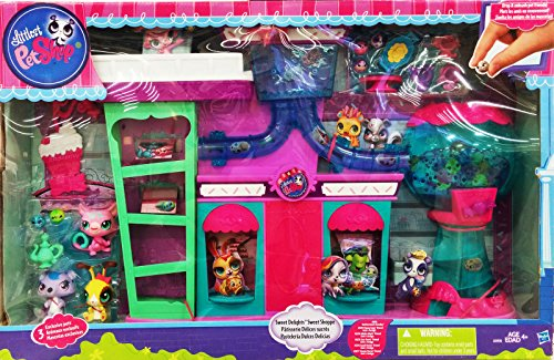 Littlest Pet Shop Sweet Delights Sweet Shoppe Playset with 3 Exclusive ()